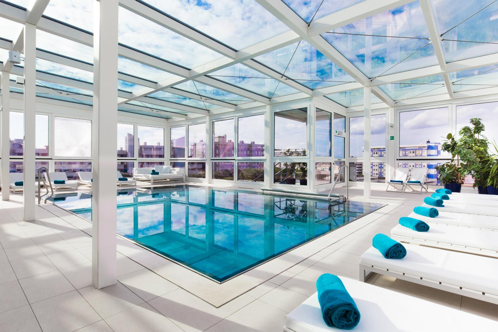 Top floor indoor pool with jacuzzi - Hotel lignano sabbiadoro con piscina ...